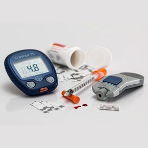Revisión Comparativa entre los Estándares Médicos y Nutricionales de las Guías ADA 2017-18 y la Aplicación en Clínica de Consulta Externa, en la Atención del Paciente con Diabetes Tipo 2 Por: JoséLongo